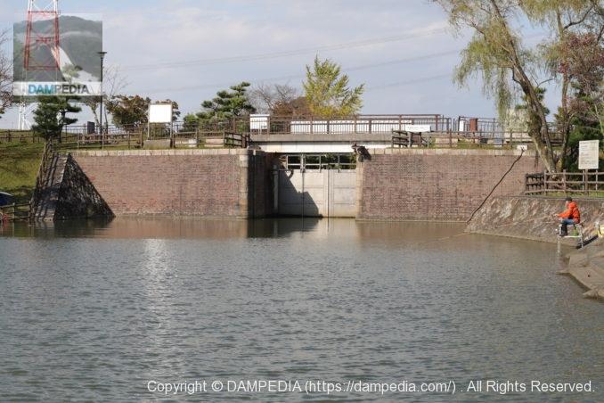 船頭平閘門の長良川側閘門扉