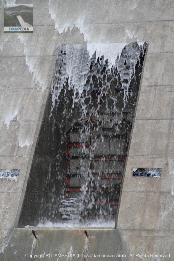 閉塞された常用洪水吐