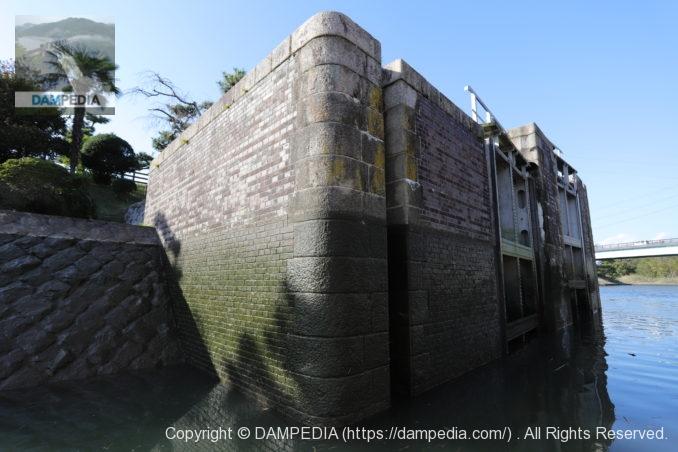船頭平閘門の閘頭部