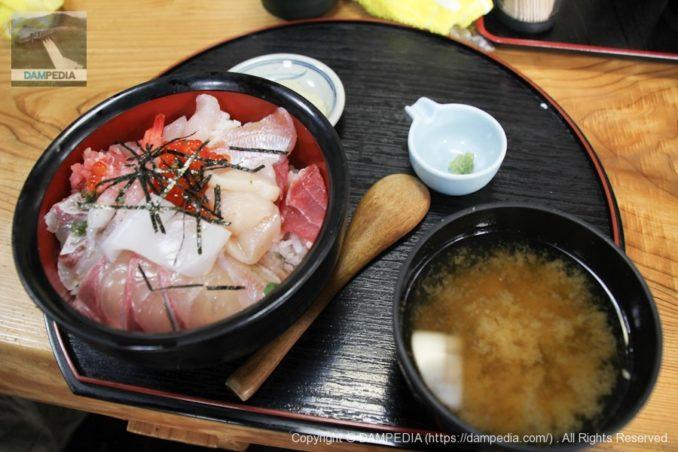小浜漁港の五右衛門で海鮮丼を食べる