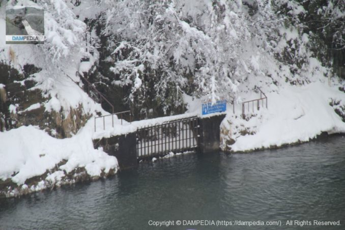辰巳用水の東岩取水口