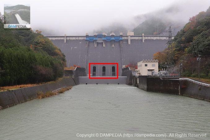 蓮ダムの主放流設備