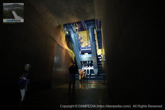 蓮ダム下流側の高圧ラジアルゲート