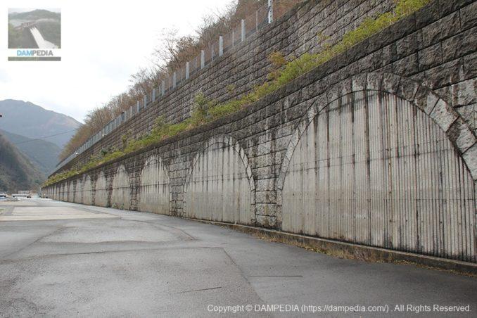 左岸の擁壁