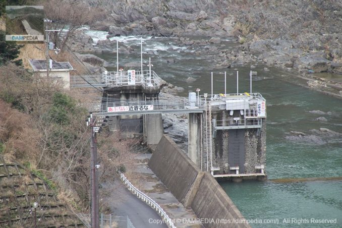 樫尾発電所大滝堰堤脇の取水口