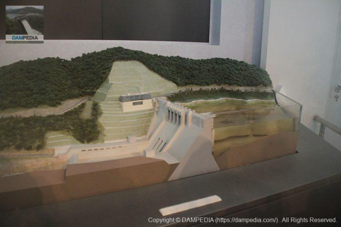 防災ステーション内の大滝ダムの模型