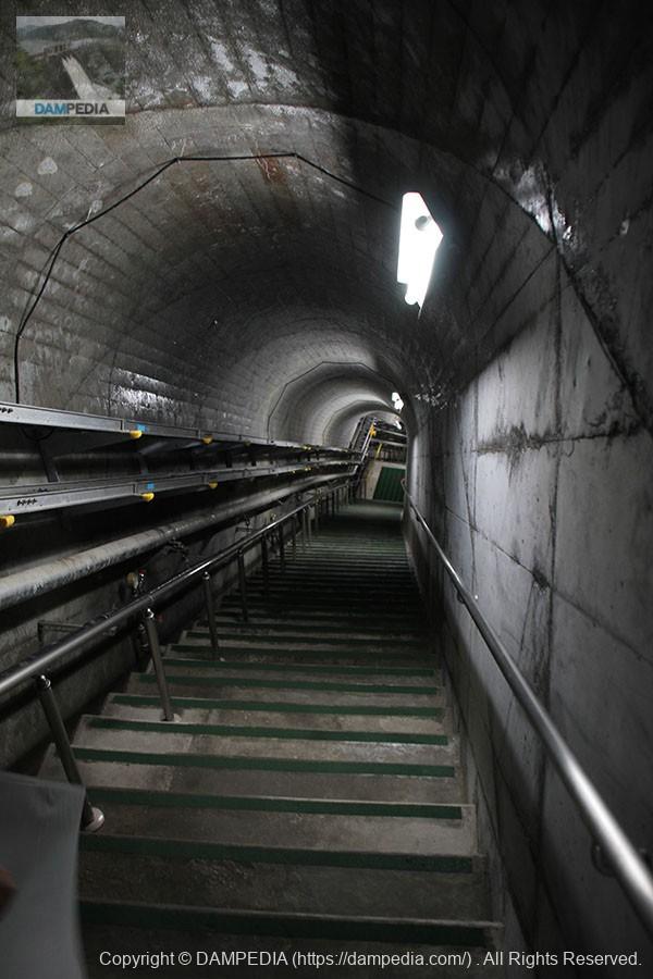 監査廊の階段