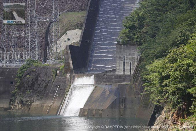 岩屋橋より洪水吐を望む