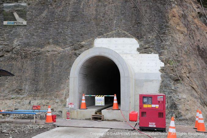 右岸のリムトンネル