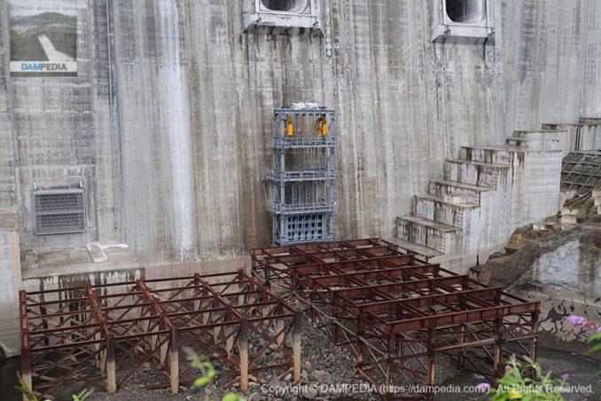 堤内仮排水路閉塞用のゲート