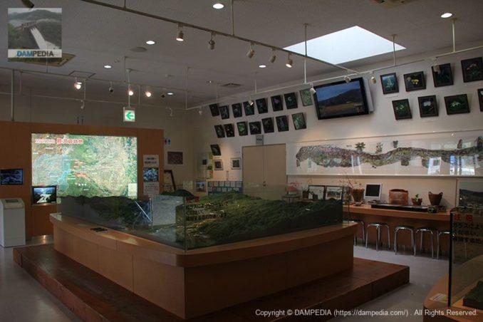 胆沢ダム資料館の内部