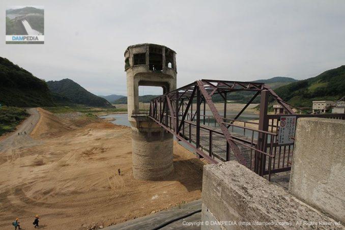 排水塔とトラス橋