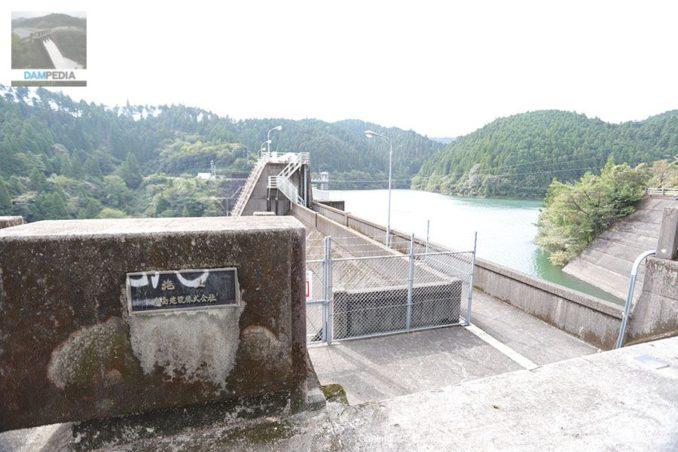 左岸下流側の親柱