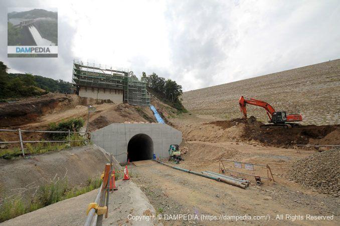 発電所内部へ向かうトンネル