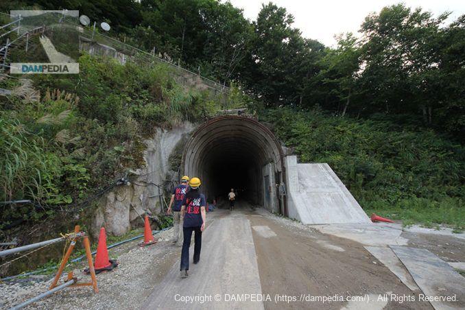 選択取水設備に通じるトンネル