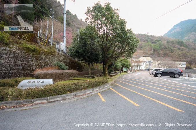 猿谷ダム駐車場入口