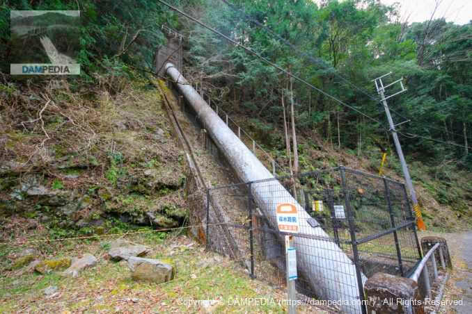 下流に位置する水圧鉄管