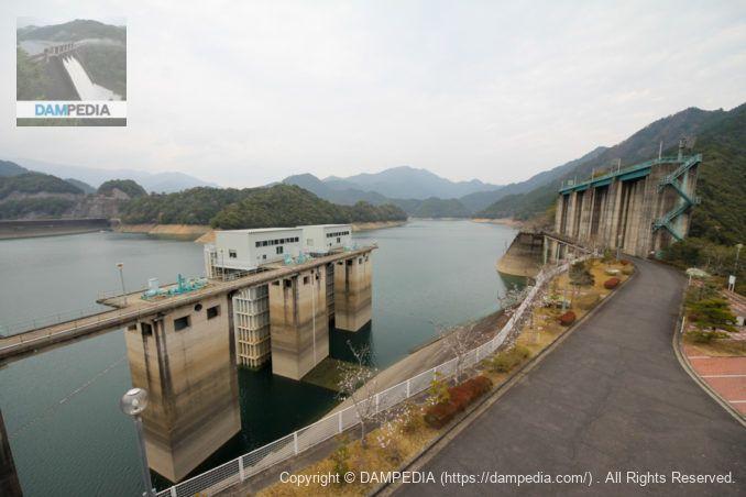 取水設備と洪水吐