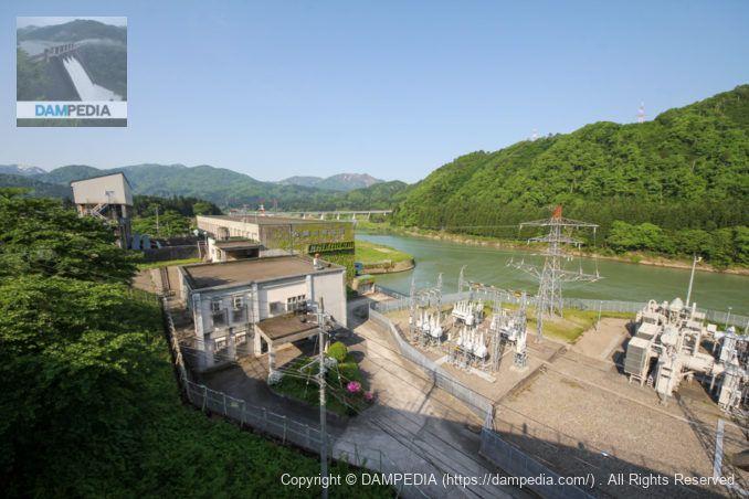揚川発電所建屋と放水路