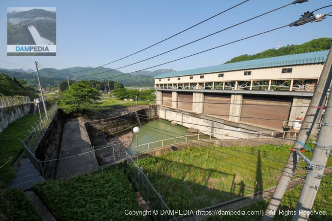 揚川発電所の導水路と水門