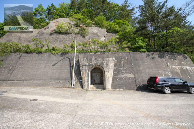 右岸リムトンネル