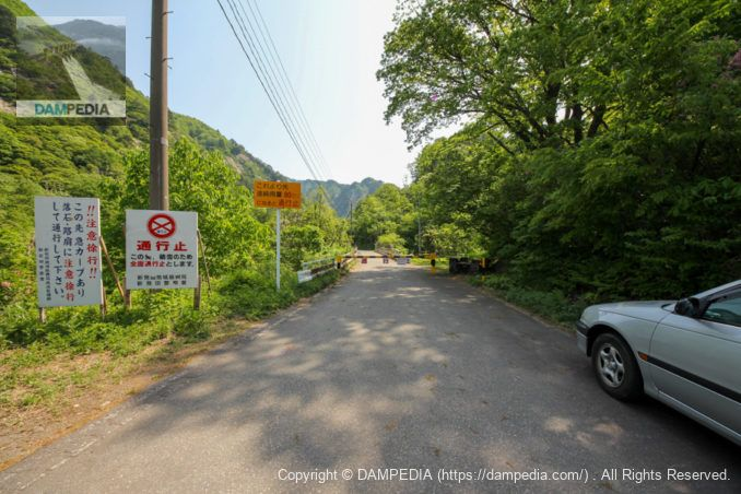 加治川治水ダムに向かう途中の通行止ゲート