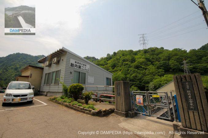 ダム見張所と天端への入口