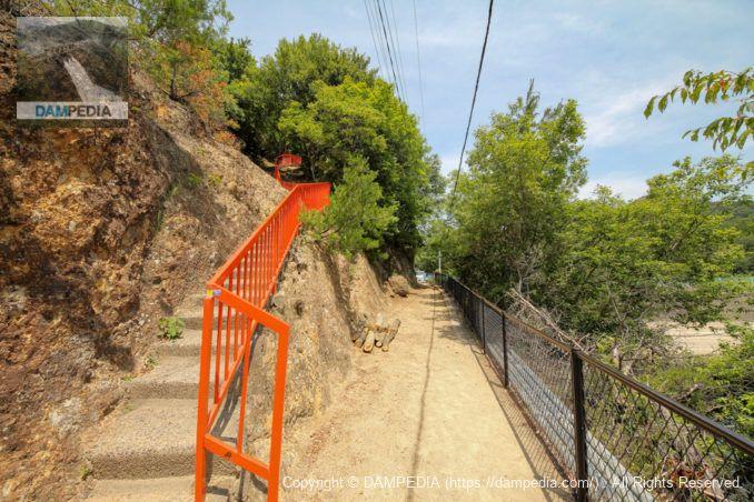 龍王神社への階段