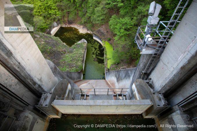 品木ダムのフラッシュボード