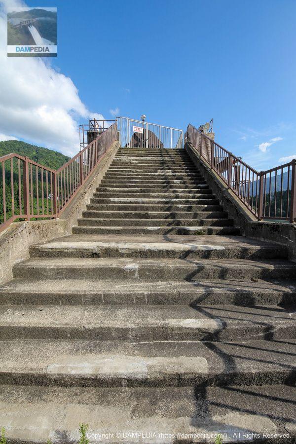 ゲートピア上に上る階段