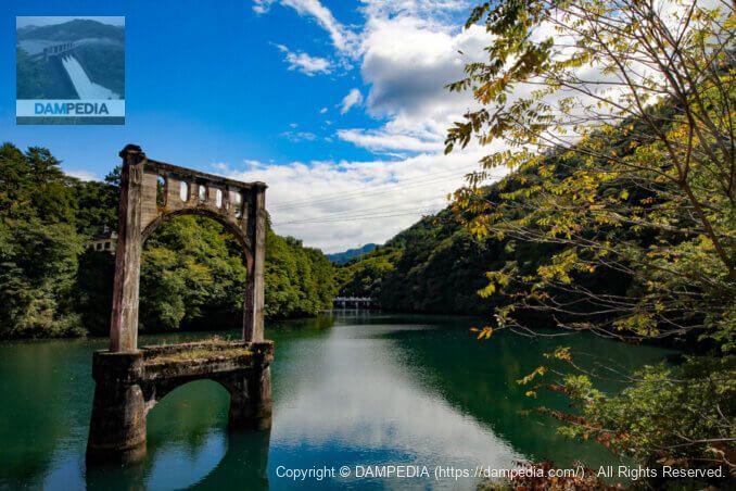 大島橋より堤体上流面を見る