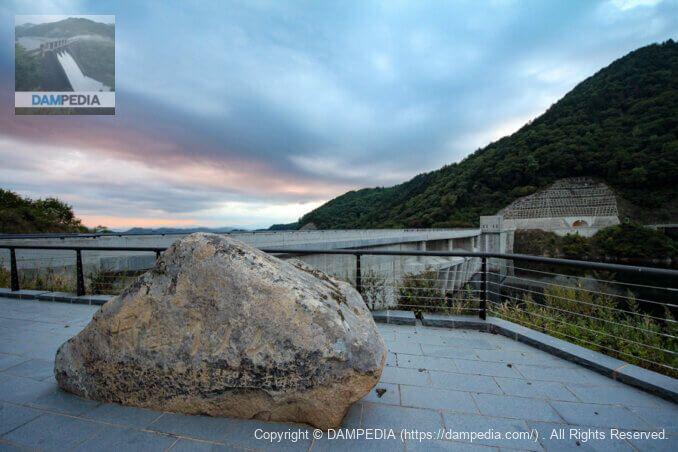 丹生川ダム石碑