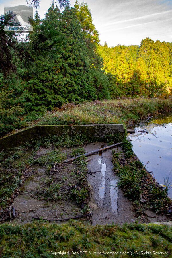 山神池の余水吐