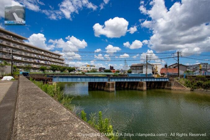 右岸下流より山崎川橋梁を見る