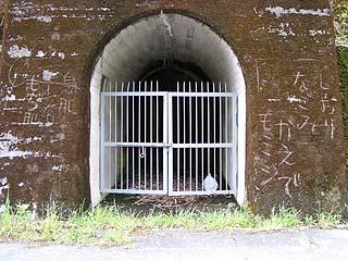 左岸側の謎のトンネル