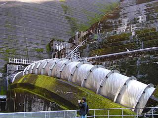 巨大水圧鉄管ワーム1号?