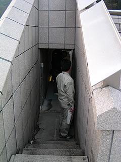 監査廊から天端への出入り口