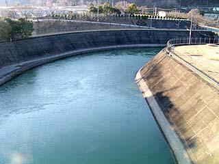 発電所より流れ出る水