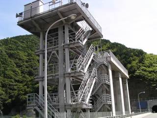 取水棟とゲート設備