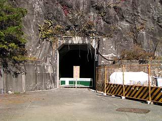 右岸ダムサイトのトンネル