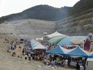 小里川ダム湖底フェスティバル2002の模様